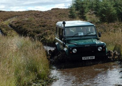 land-rover-in-water